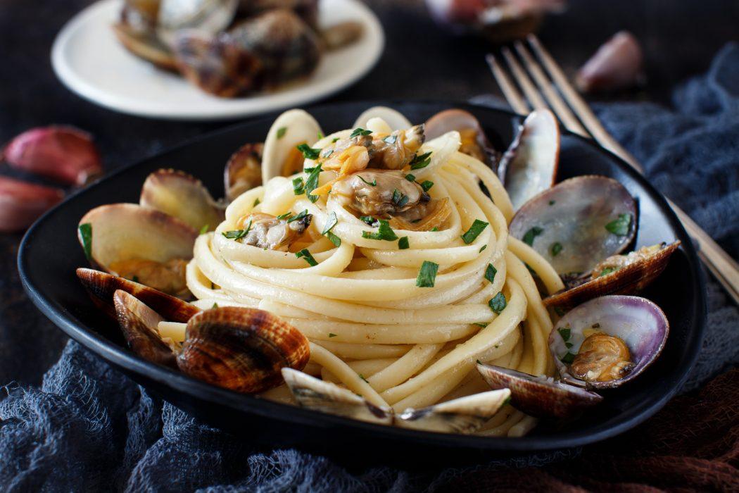 Linguini with clams - Traditional italian seafood pasta