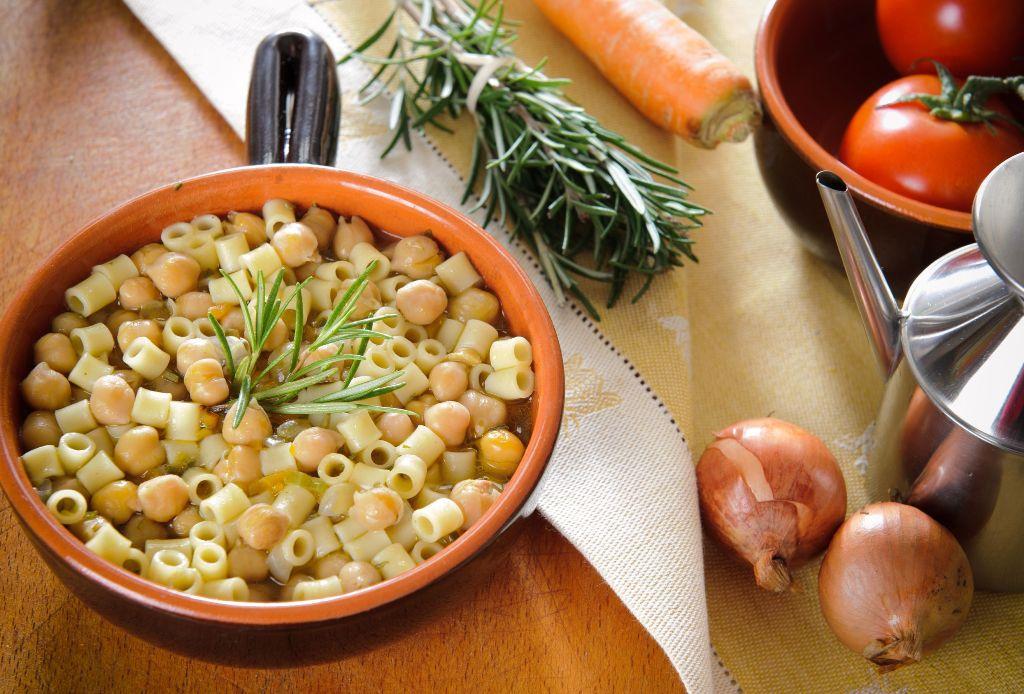 15853070 - pasta and chickpeas